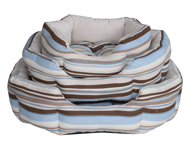 Stripe clamshell dog bed